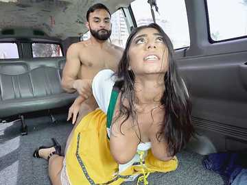 Violet Myers with bubble butt was going to a festival but git fucked in the van